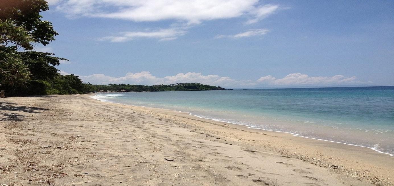 La plage ensoleillé de l'Indonésie