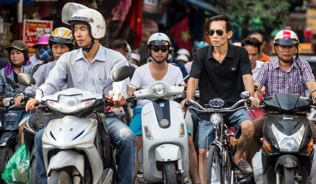 circulation au Vietham - scooter et vélo